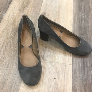 Adrienne vittadini new grey kid suede pumps